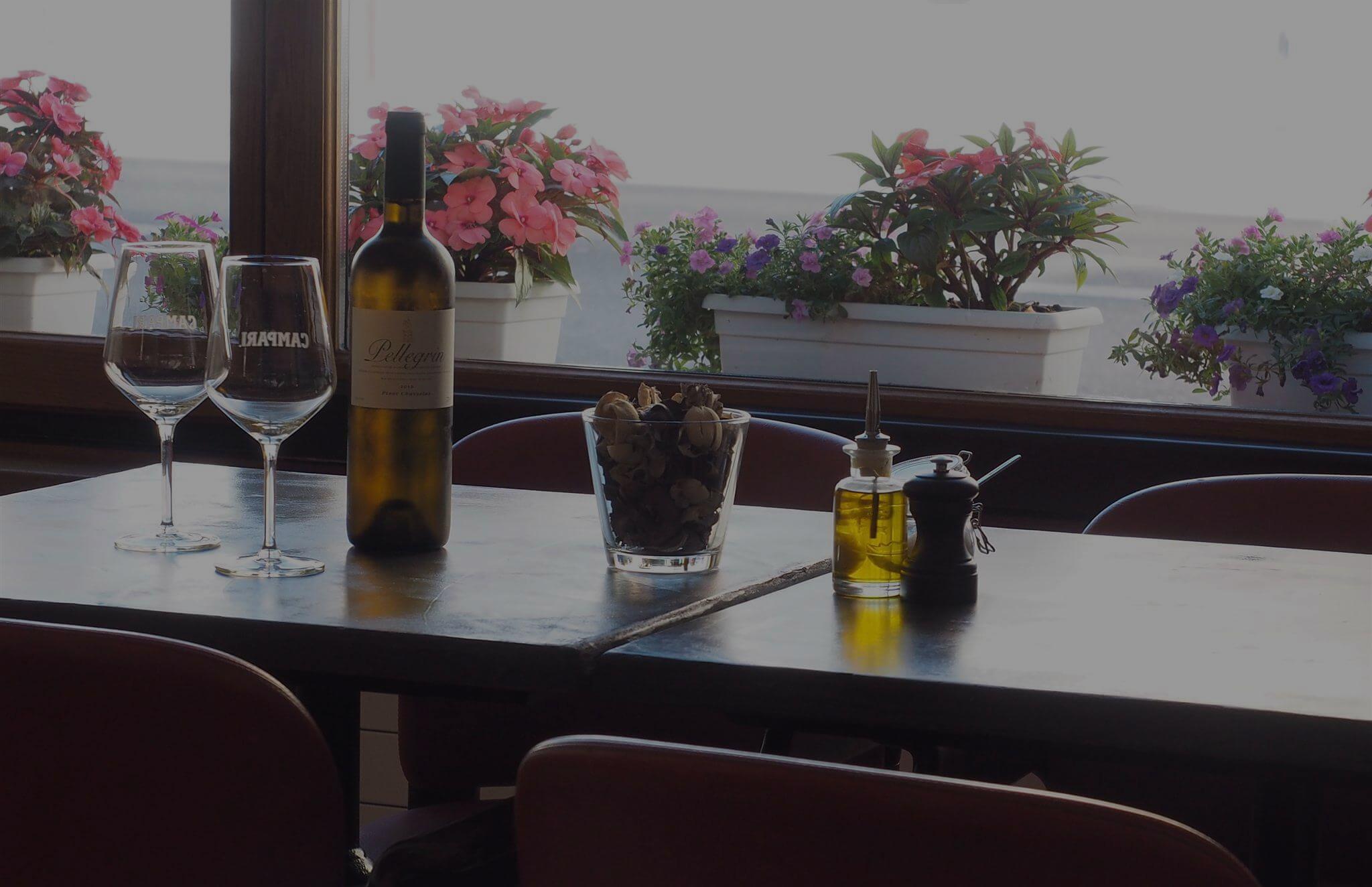 Le côté bistrot, une ambiance et dégustation de vins entre amis
